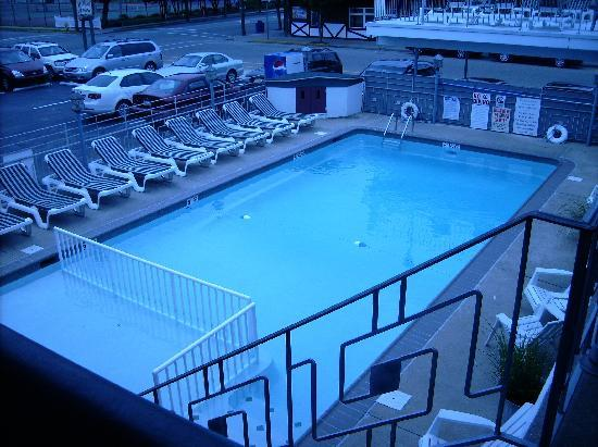 Marlane Motel: Heated Pool & Sundeck