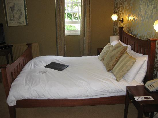 The White Cliffs Hotel: Bed