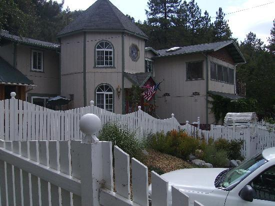 The Rhinestone Rose Inn & Wellness Center at Wrightwood Resort: So beautiful