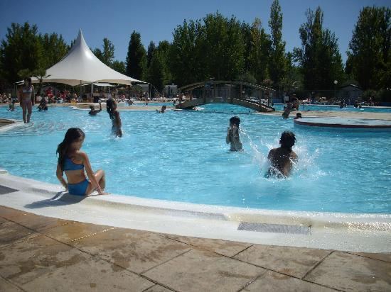 Siblu Villages - La Carabasse : une journée à la piscine avec les enfants