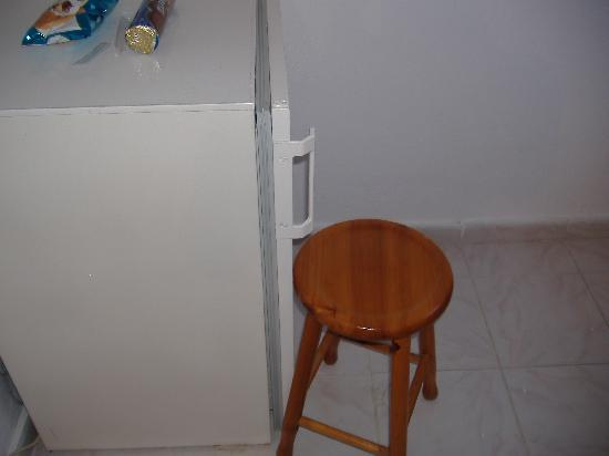 Agios Georgios, กรีซ: STOOL TO KEEP FRIDGE SHUT - JOKE