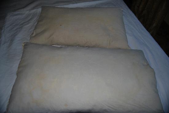 Hotel Villa Riis: pillows at villa riis