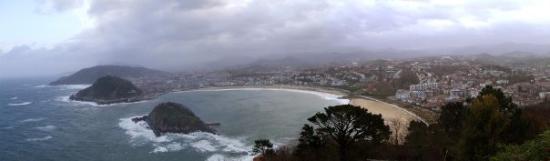 La Concha Beach: Panorámica de Donosti desde el Igueldo.