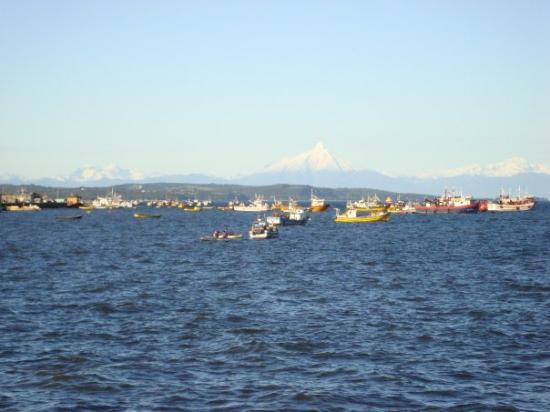 Isla Chiloe, Chile: Mar se conjuga con la isla Cailín y la Cordillera....hermoso