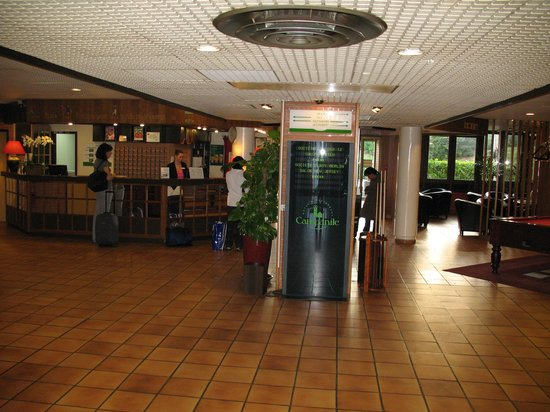 Campanile Marne la Vallée : The hall of the hotel, great