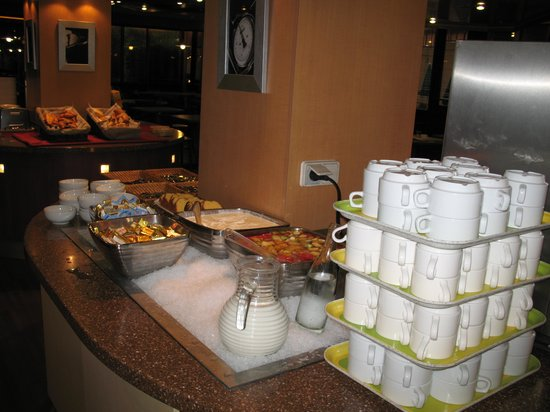 Campanile Marne la Vallée : Breakfirst in the hotel, verry good