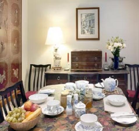 37 Atholl Crescent Lane : breakfast room