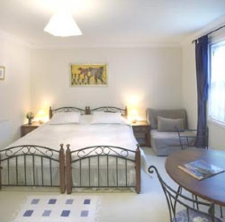 37 Atholl Crescent Lane : Bedroom