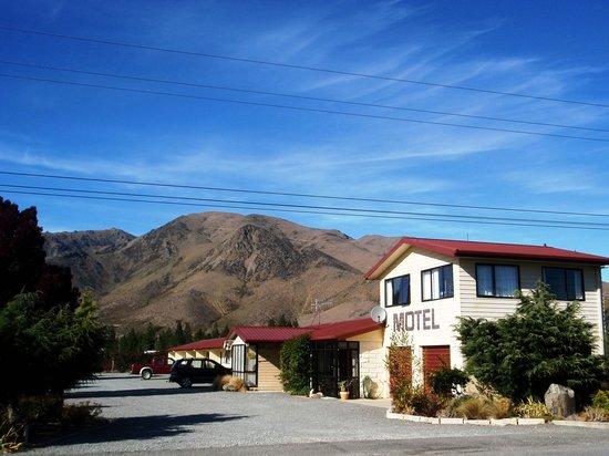 ASURE Sierra Motel: Entrance to Sierra Motels