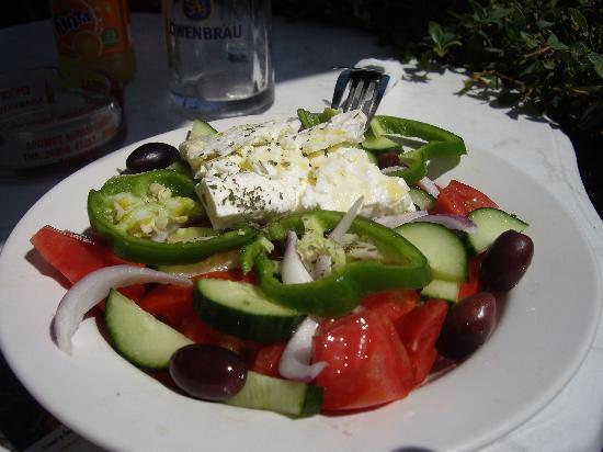 Elpida Hotel: greek salad at elpida