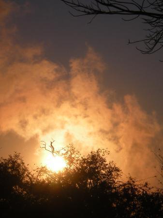 Ilala Lodge: alba con i fumi delle cascate