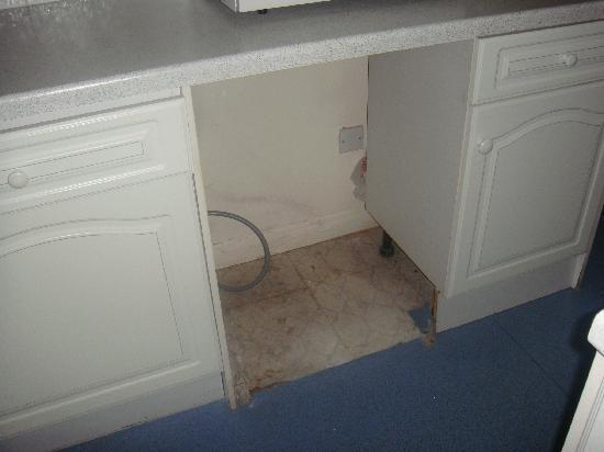 Lakeview Court Apartments: No washing machine