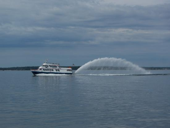 Bayside Hotel of Mackinaw: Star Ferries trademark: kick up a lot of water