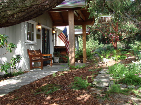 Highland Inn of San Juan Island: Inn entrance