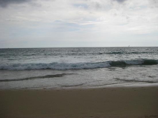 DoubleTree Resort by Hilton, Phuket-Surin Beach : Surin Beach - dangerous undertow