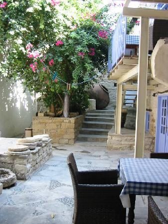 Cyprus Villages: Another courtyard view