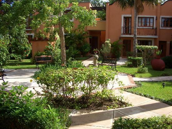 Hacienda San Miguel Hotel & Suites: Lovely, peaceful garden