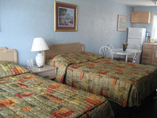 Chateau Bleu Resort Motel : pictures of the rooms
