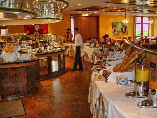 Movenpick Hotel Frankfurt Oberursel: Breakfastbuffet