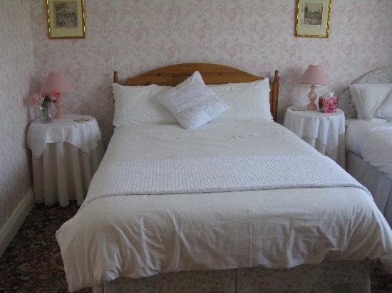 Tigh Cathain: This is a very comfortable bed that sinks you into instant relaxation!