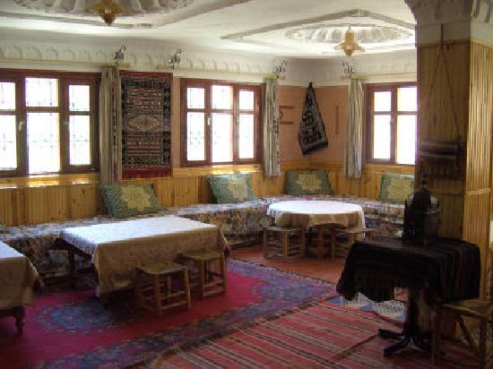 Hotel La Gazelle du Dades: the restaurant/ living room