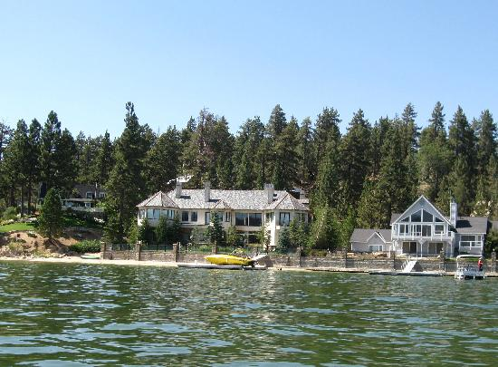 Big Bear Queen Lake Tours : One of the lake side homes