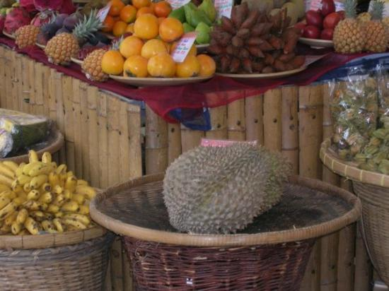 Viktualienmarkt: Durian in the Viktualenmarkt, Munich, Oct 2007