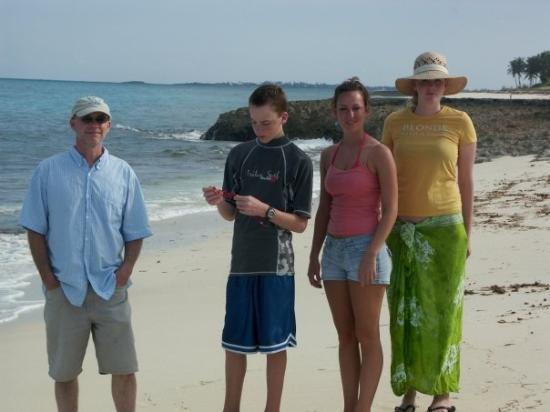 Great Abaco: The Fam on the beach: Ken, Robert, Bonnie, Chrissy