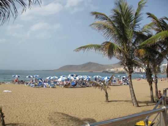 Playa de Las Canteras: Rantaelämää hotellimme edustalla.