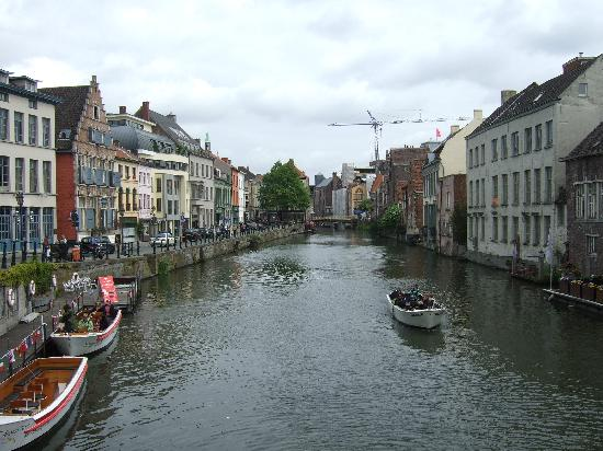 Ghent Marriott Hotel: Canal with hotel on right bank