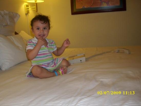 Krystal Monterrey: FELIZ EN EL HOTELITO