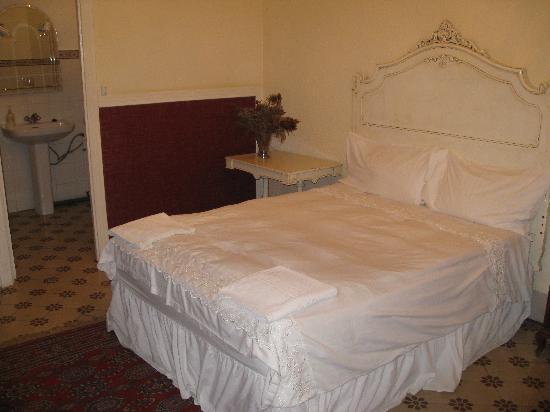 Casa Sol y Luna: bedroom - slope removed