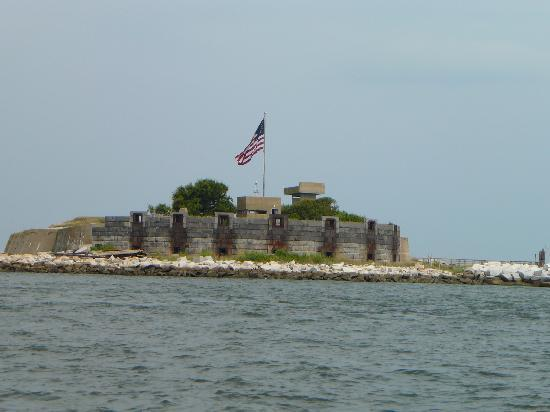 Miss Hampton II Cruises: the fort