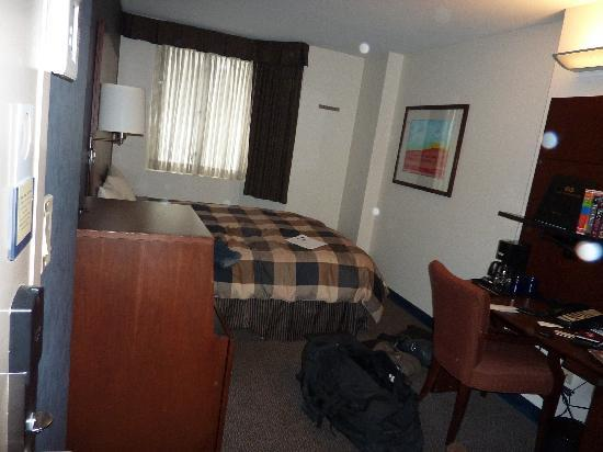 Club Quarters Hotel in San Francisco: room