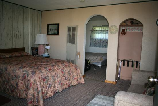 Boulder, UT: inside room at Circle Cliff
