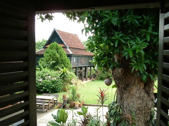 Lampang, Thailandia: garden view