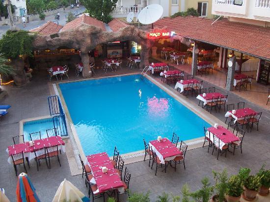 Hotel Kivilcim: balcony view of the pool/bar