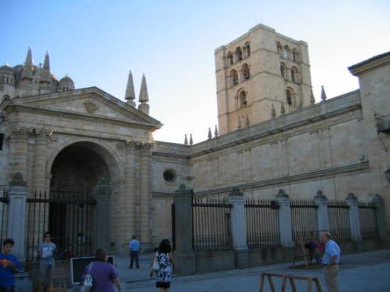 ซาโมรา, สเปน: catedral-zamora-