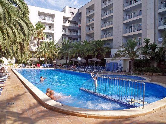 Cosmopolitan: Swimming pool