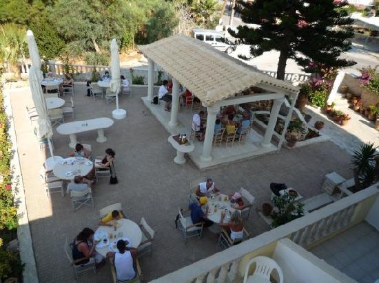 Kalamaki, Greece: Hier wird gefrühstückt