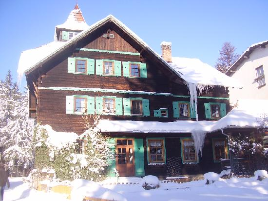 Czerwenka hotel in winter
