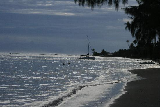 Fare Aute: Couché de soleil depuis la plage