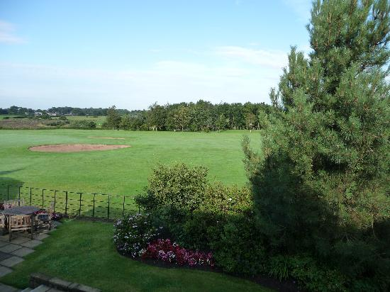 Best Western Garstang Country Hotel And Golf Centre : View from the bedroom onto the 18th