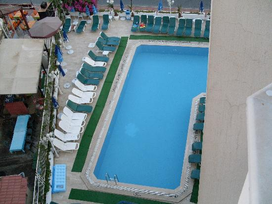 Oasis Hotel: A view of the pool from our room