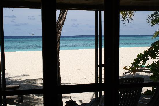 คุรีดุ ไอแลนด์ รีสอร์ท แอนด์ สปา: Great view from the Beach Villa, much more like it