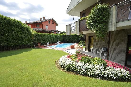 Scanzorosciate, Italia: garden