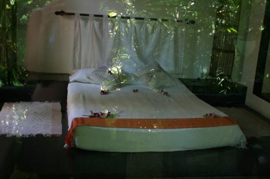 Eden Bungalows: flamboyant room