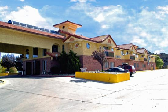 Days Inn & Suites Red Rock-Gallup : front view 1
