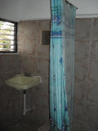 Hotel Metur : Bathroom