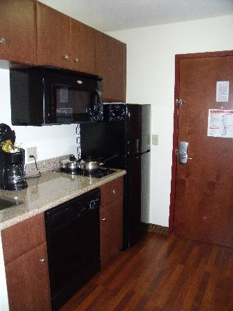 MainStay Suites: Kitchenette